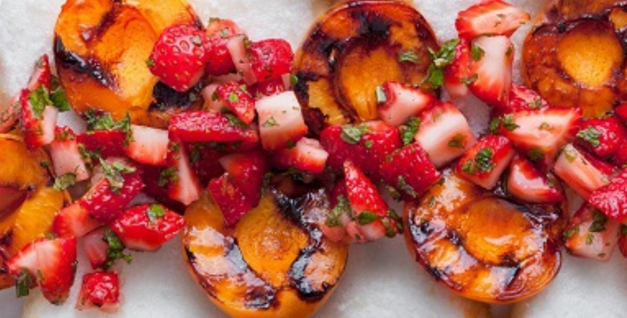 Grilled Apricot Strawberry Salad