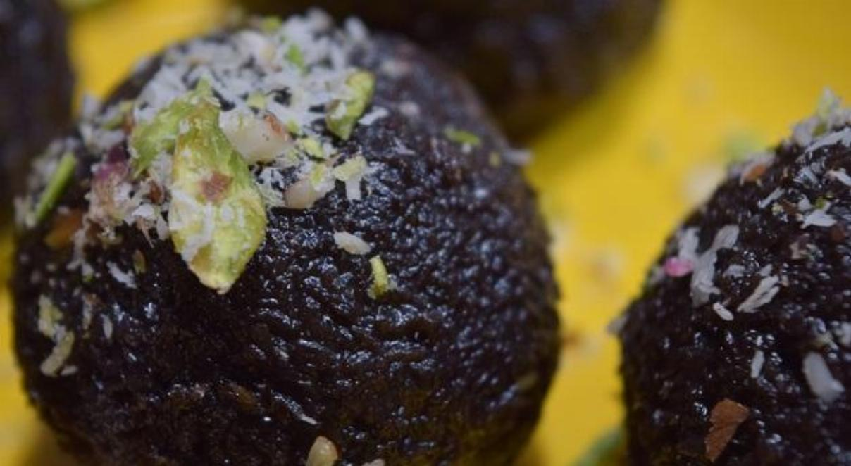 Chocolate & Pistachio Ladoo Recipe